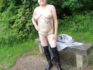 Hi all you know me, I cant resist the feel of cool air on my skin. dirty comments welcome mature couple