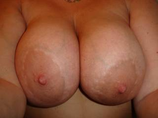 I love this pic! They are so nice: big, soft and large nipples. Just how I like them!