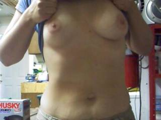 i luv tits. your nipples look very tasty!!!