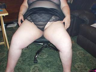 Would love to be under you licking and fingering that lovely pussy