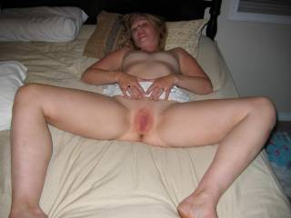 im in love with her hot body she makes my pussy so wet i cum watching always......more more of her please