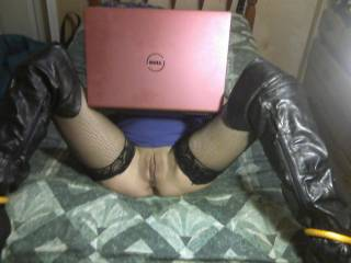 What a nice pussy, and I also love the come fuck me boots