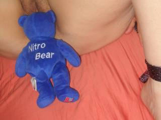 Wish I was as lucky as that bear...live to bury my face between your thighs and eat your pussy.