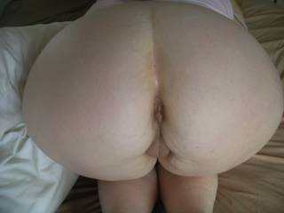 """""""WOW"""" now that's one thick wide sexy ass I love pump a few loads of my thick cum her sexy ass and pussy Mmmmmm"""