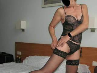 wife in hotel room