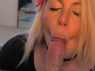 very sexy blonde, very good cock sucker...actually, one of the best I\'ve had. A girl that truly wants and enjoys sucking dick, and no gag reflex