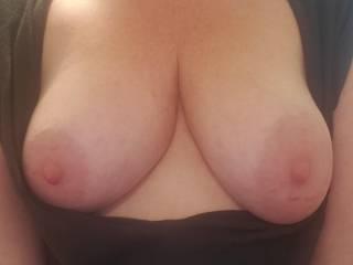 Come suckle my tities...makes me soooo wet....mmmmmm