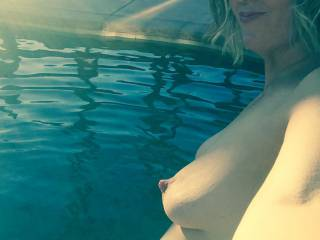 It's still hot here you sexxxy fuckers! Wanna take a skinny dip at the end of October with me?