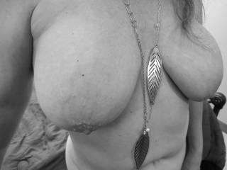 """Femme Sexuelle - Noir et Blanc Classique: """"Huge Cum Targets"""""""