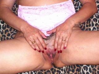 she opened the pussy and I masturbate on her titts