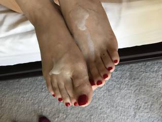 Couldn\'t help but shower her sexy feet