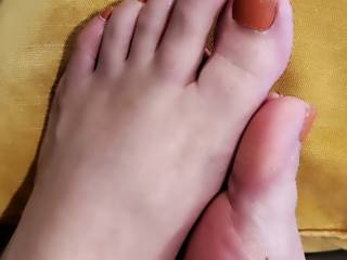 In one of my photos some of you mentioned my feet so I thought I would share a quick pic of them ;)
