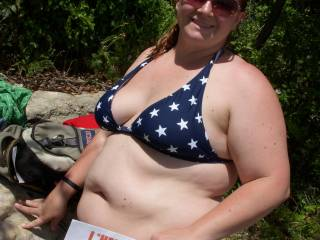 Jen showing her pride with a stars and stripes bikini.