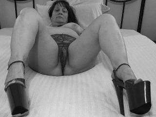 """Femme Sexuelle - Noir et Blanc Classique: """"Waiting For Cock"""""""