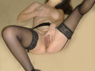 I'm a bi girl - I'd love to eat your lovely pussy? xx