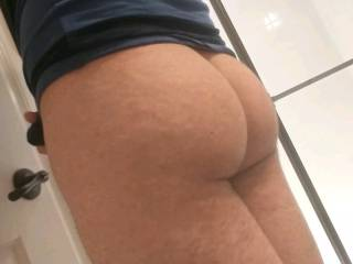Showing off my ass that could really use some cum all over it right about now.. Any takers? (Besides my ass ;P)