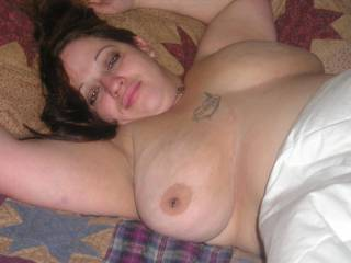 very nice dreamy look,luscious lips and full breasts to pull on