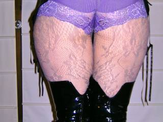 tell you what, I love those pretty little panties!!!