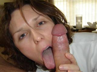 Sexy woman servicing the cock. Good stuff.