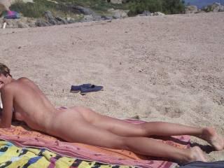 hot lookin body....and nice tits..mmmmm....even tan now...mmmm