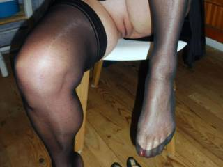 i love to show my feet and cunt