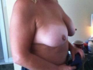 Look at those hard nips.