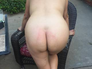Melissa out on the patio showing off her big, hot ass.....enjoy!