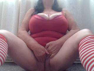 mmmm feels so good, nice oily tits and now time to get the pussy juices flowing while watching your videos again