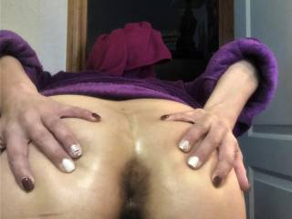 Once again....Melissa can't help but wanting to show off her ass.....and just for the record....she loves anal....but guessing you had already figured that out!!