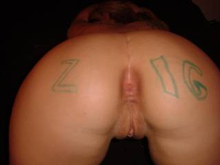 bent over showing off that pussy for zoig