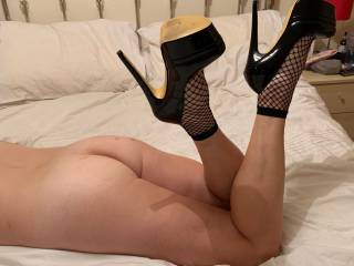 love these heels not sure about the fishnet socks what are your thoughts