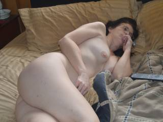 love to cum play with you and lick your sexy pussy and feet mmmm  sexy body
