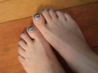 i'd love to cum all over your pretty toes!