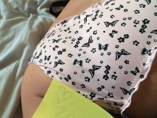 Mmmm and I love your gorgeous ass on zoig hun!! wow, love to peel those panties aside and lap at you....