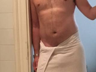Ready for a hot shower after a good workout. Shapes ok for a 40-year old? My head of my dick bulges a little - see the ridge? Maybe I should have some fun in the shower..,,