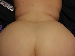Love this view & the way she's got her back arched & her beautiful hips & ass.