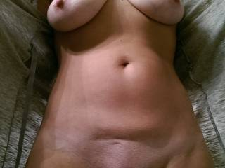 A morning selfie to all the horny guys out there. Jerk off one for me!