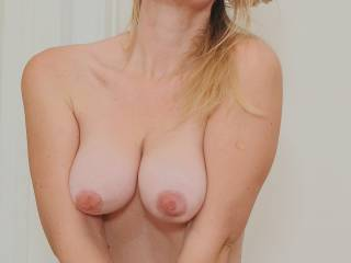 You are a sexy women. Would love to touch your soft hot body and fuck your tight pussy while sucking those perfect shaped big tits