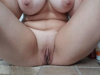 My wife keeps sending me pictures while I\'m in meetings so a very sexy female colleague saw my hard on and it was hard to explain :) Mabe we should invite her to dinner and clarify this together ;)
