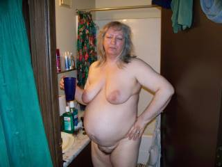 I luv those tits and that great soft round belly...Luv to munch your cunt for hours!