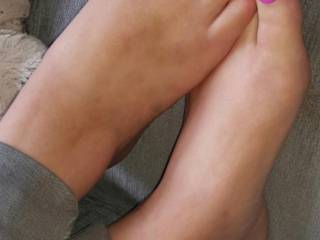 Hi,  Can you tell me what you think of my feet , rated?