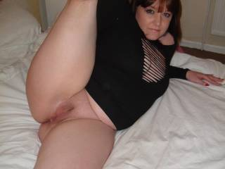 and she has the goods to so ! what a great feminin smooth thighs! like your brunette hair!