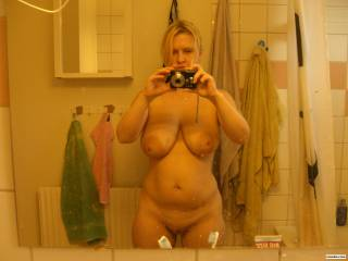Me nude in mirror  Would like to se my photo with cum all over me.  =) Vill se min bild bli nersprutad.  =)