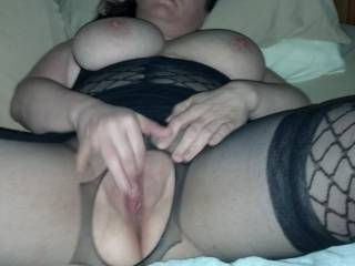 yes she does very sexy love to taste her pussy mmm