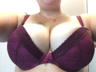 damn right...it looks awesome filled with those huge tits