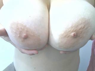 I would love to fuck those lovely tits!