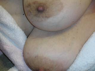 Mmm pulling and tugging those big nipples leave that little pussy wet? awesome naturals