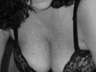 Amazing photo. I'd love to kiss my way from your delicious lips to your chest... to your breasts and nipples ;)