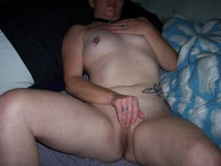 WOW!! Would sure love to spend some time eating that sweet pussy!!