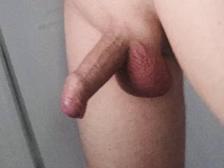 Looking for my first guy to suck me anyone local? 💋